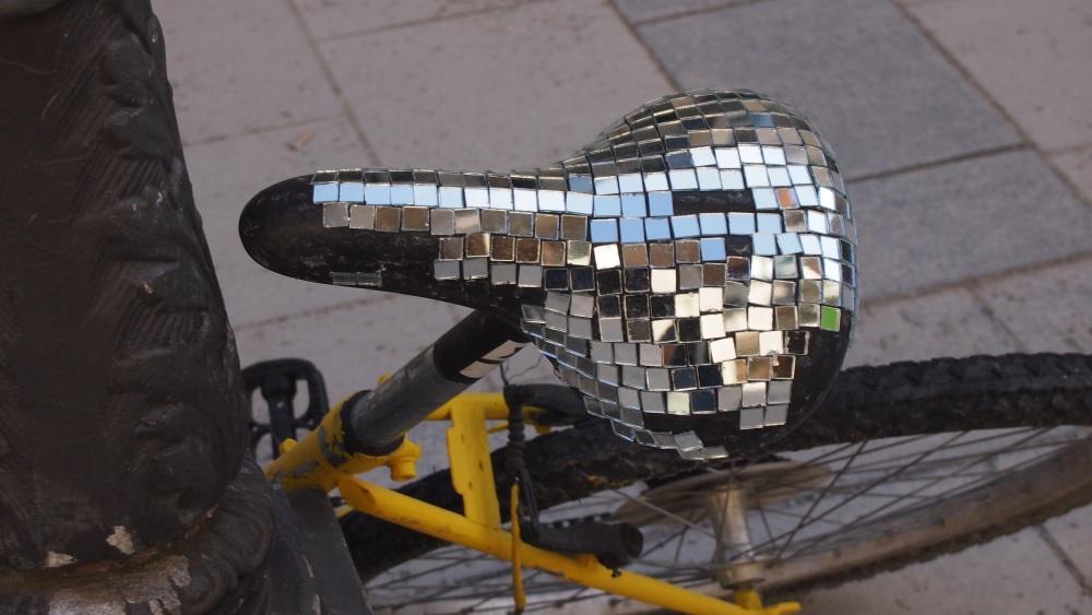 Glitter saddle